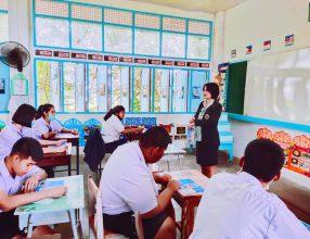 อาจารย์จากวิทยาลัยเทคโนโลยีราชบุรีบริหารธุรกิจ ได้มาแนะแนว แนวทางในการศึกษาต่อให้กับนักเรียน